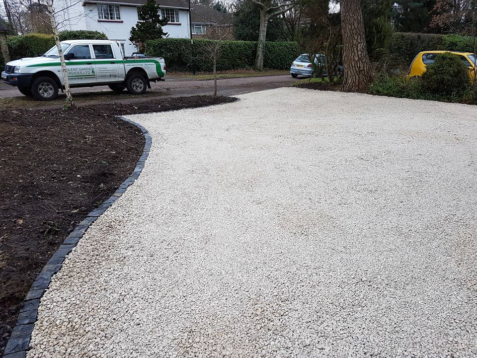 Limestone Chippings with Granite Turned Edged Driveway